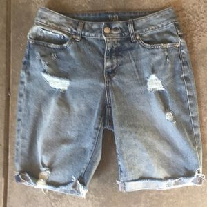Jean shorts - distressed